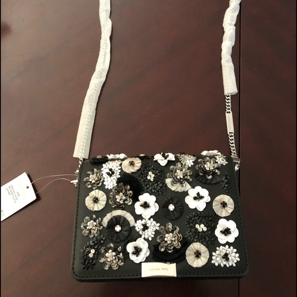 MICHAEL Michael Kors Handbags - Michael Kors JADE Black MD Gusset Clutch Leather